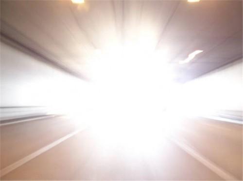 Яркий свет как живое существо при видениях во время клинической смерти